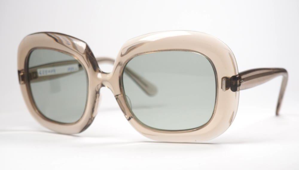 70er Jahre Sonnenbrille fabrikneu, mit breitem Fassungsrand in transparentgrau,
