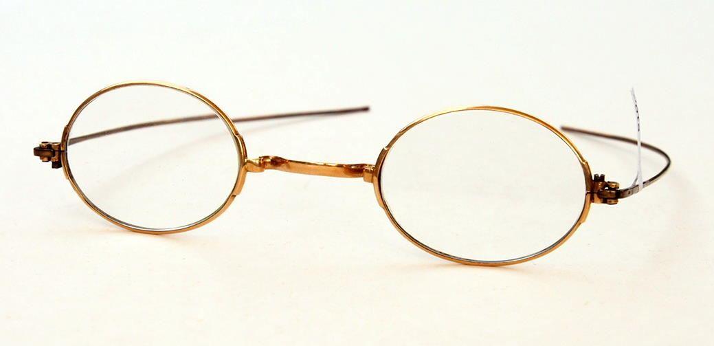 Antike ovale Brille aus 333 Gold aus dem Brillenmuseum Hamburg