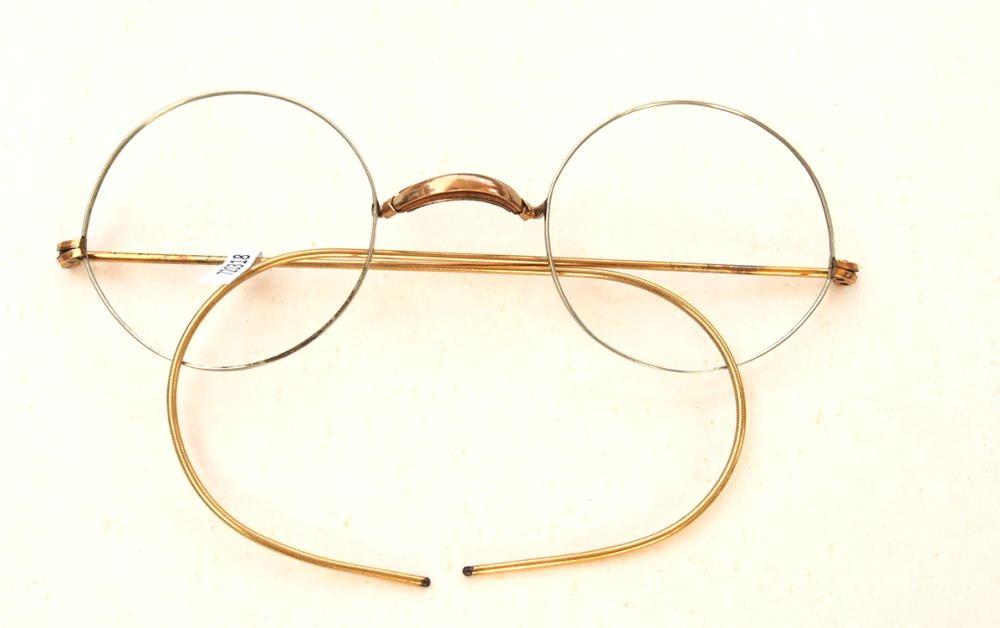 Runde Brille aus Golddouble mit Gespinstbügeln aus dem Brillenmuseum Hamburg