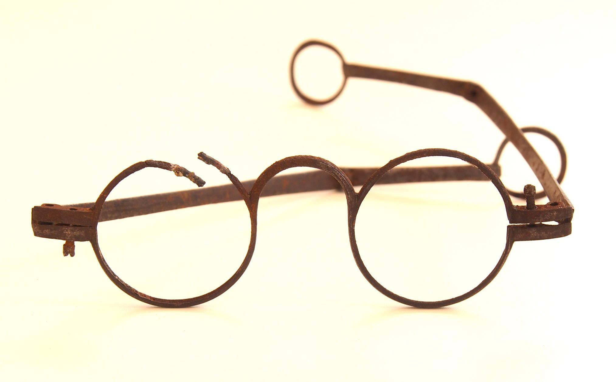 Runde Eisenbrille aus dem Brillen-Museum