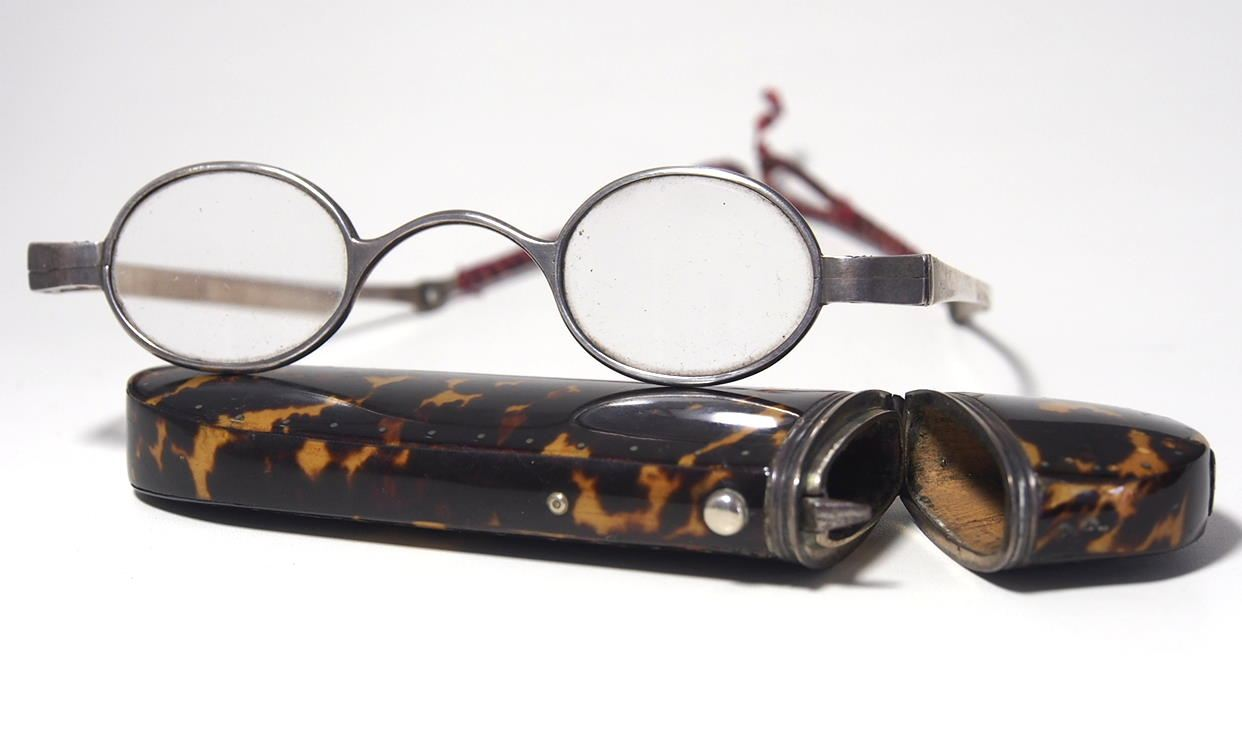 Historische Brille aus dem Brillen-Museum 962A