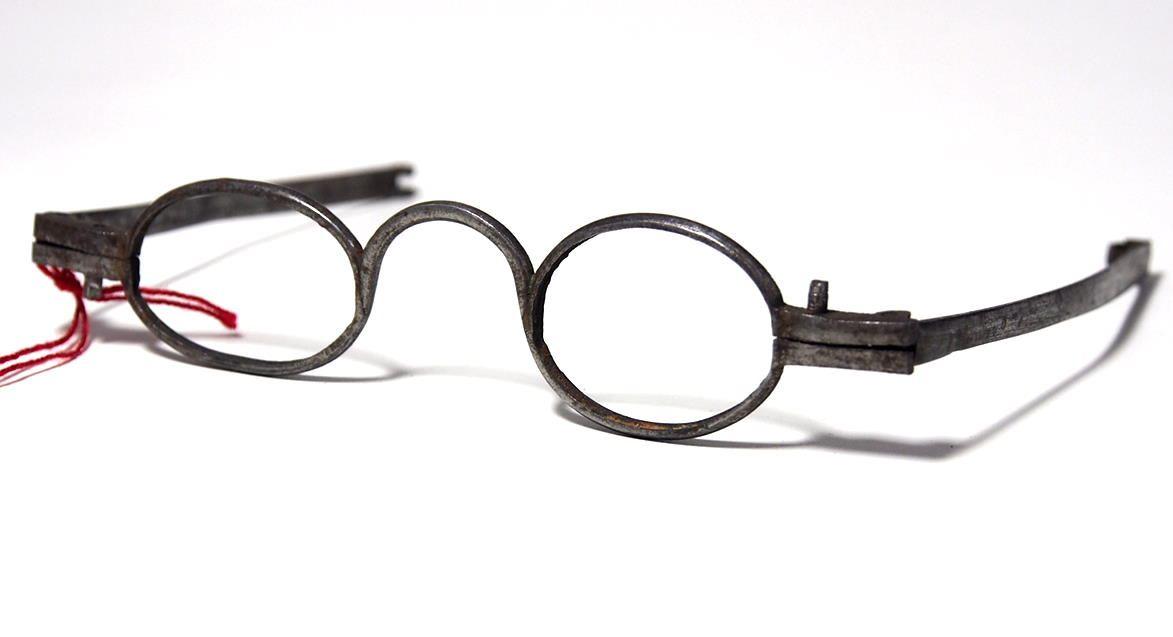 Brille aus dem Brillenmuseum ovale Schläfenbrille 973