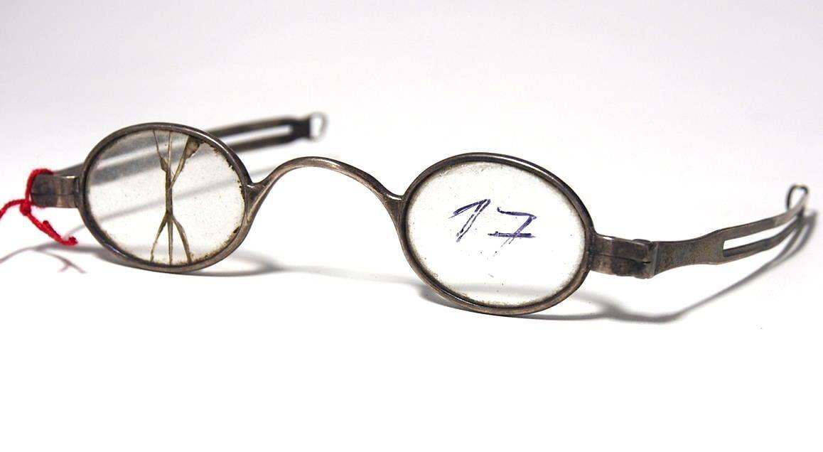 Brille aus dem Brillenmuseum ovale Schläfenbrille 974