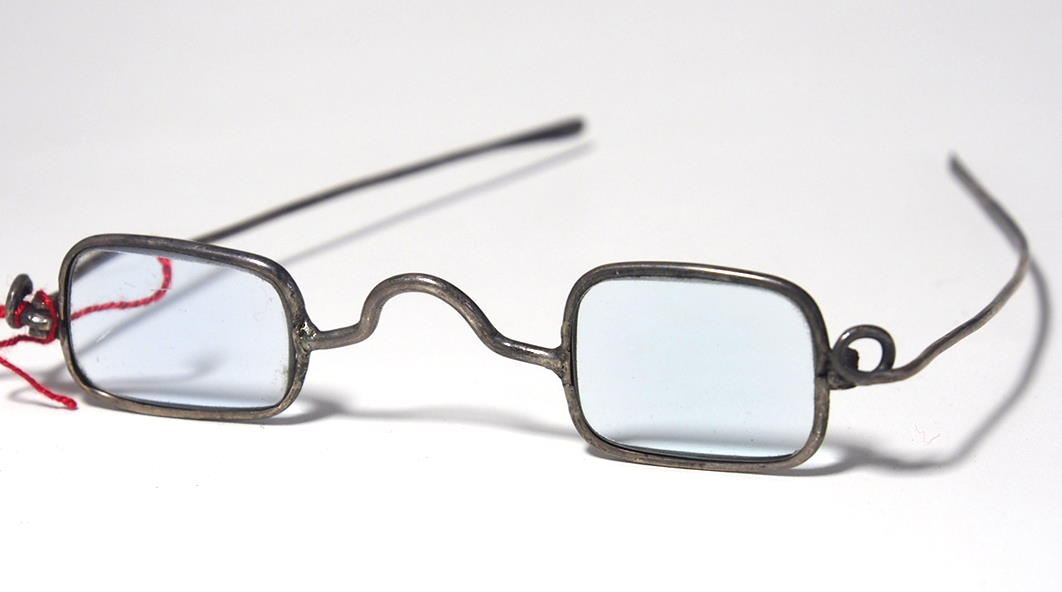 Brille aus dem Brillenmuseum eckige Brille 977A
