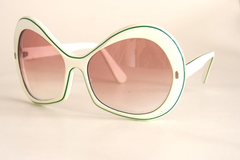 Sonnenbrille der 90er Jahre echt Vintage fabrikneu.