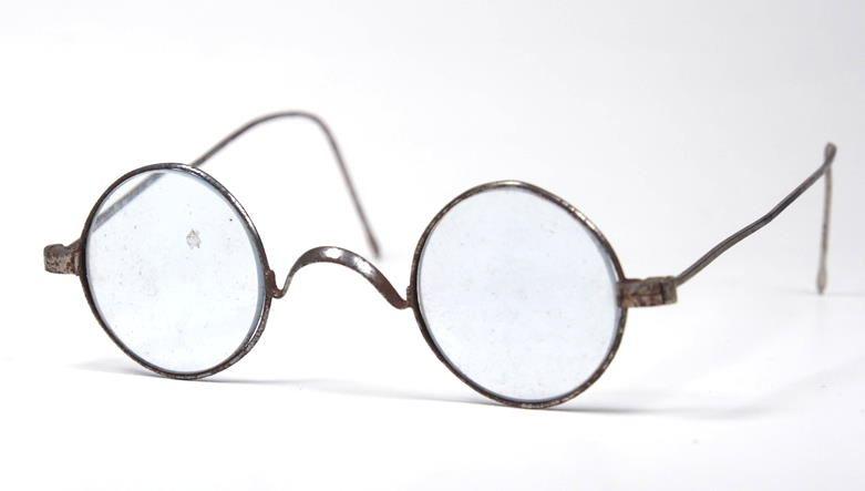 Historische Brille aus dem Ende des 18 Jh. aus dem Brillenmuseum Hamburg 117.9.16