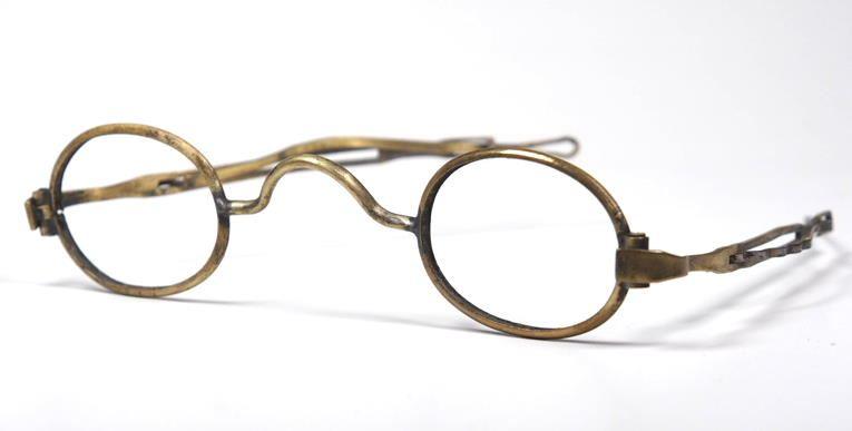Brille aus dem Brillenmuseum ovale Schläfenbrille aus der Mitte des 19.Jh. Nr.13916