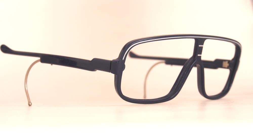 Brille mit Steckbügeln und Gespinst zum besseren Halt. Echt Vintage