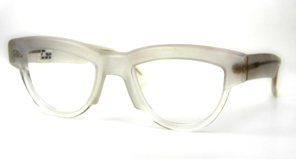 Vintagebrille der 80er Jahre, große Mikli Cateyebrille im edlen Weißgrau matt.