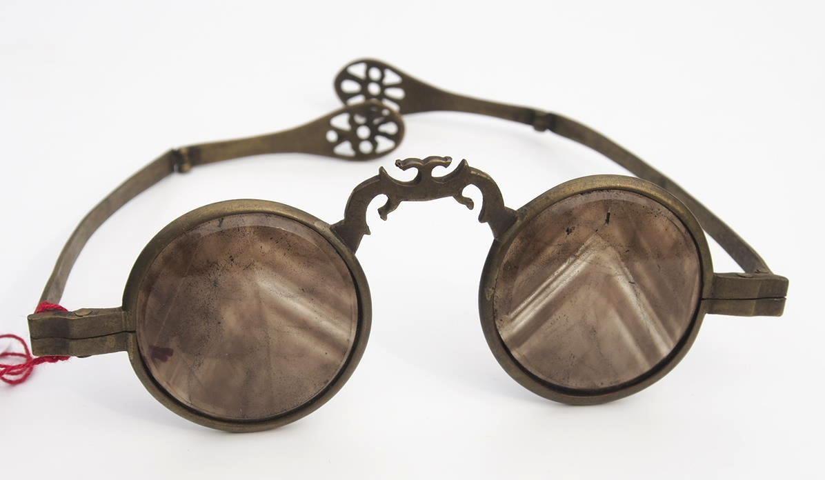 Asiatische Brille aus dem Brillen-Museum Hamburg 557 aus dem Brillenmuseum Wilke in Hamburg