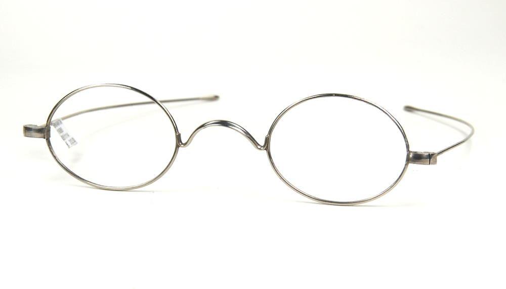 Ovale antike Brille der 20er Jahre, noch fabrikneu