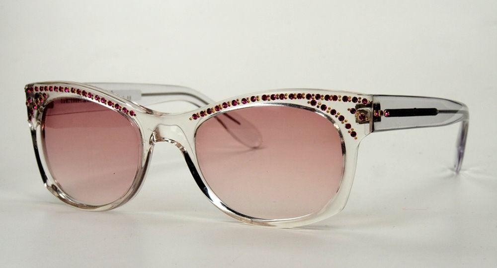 Vintage Sonnenbrille aus den 80er Jahren wasserhell mit rubinfarbenen Straßsteinchen