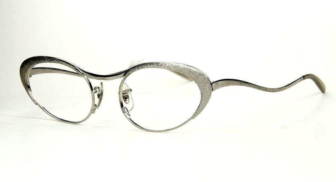 60er Jahre Vintage Damenbrille 19114 ovale Silberbrille.