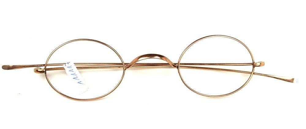Ovale antike Brille aus der Zeit um Neunzehnhundert, noch fabrikneu